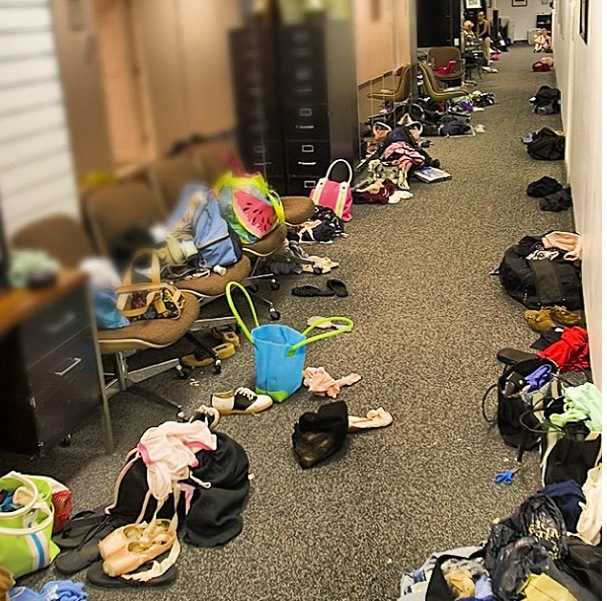 Dancer bags backstage courtesy: http://www.balletshoesandbobbypins.com-
