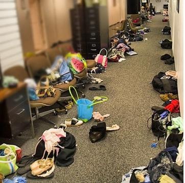 Dancer bags backstage courtesy: http://www.balletshoesandbobbypins.com-